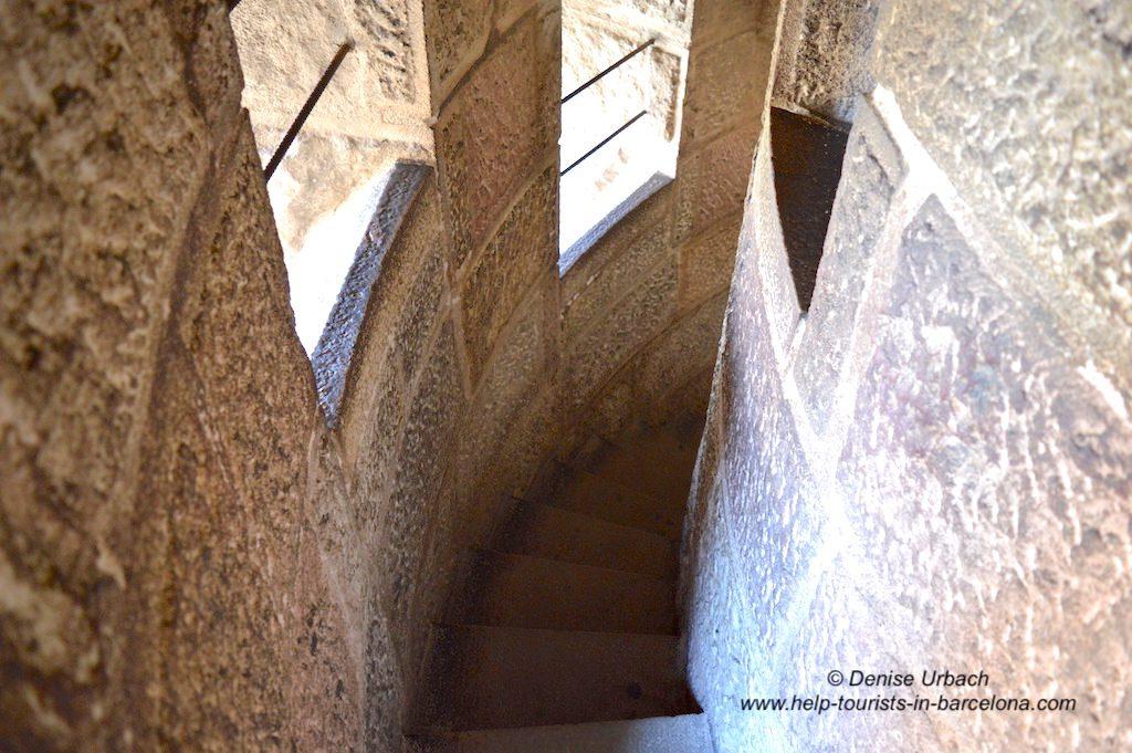 Enger Treppenaufgang Sagrada Familia