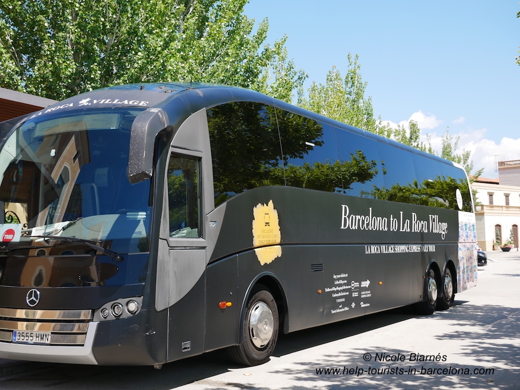 Mit dem Shuttlebus in Roca Village Outlet